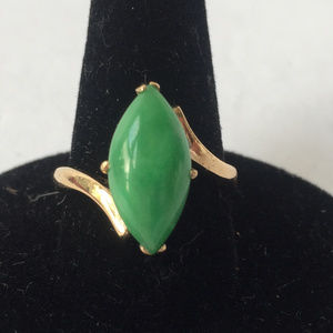 Vintage 22kt gold natural marquise shape jade ring